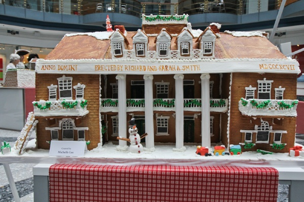 <p>R2L Restaurant created this gingerbread replica of Smith Memorial Playground & Playhouse and features 15lbs of icing. (Kimberly Paynter/for NewsWorks)</p>