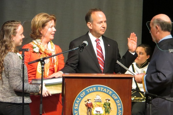 <p><p>Delaware Governor Jack Markell takes the oath of office beside his wife and daughter. (Kim Phan/for NewsWorks)</p></p>