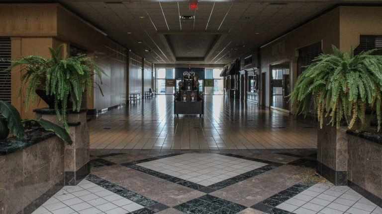 Most store fronts at the Granite Run Mall are empty. (Kimberly Paynter/WHYY)