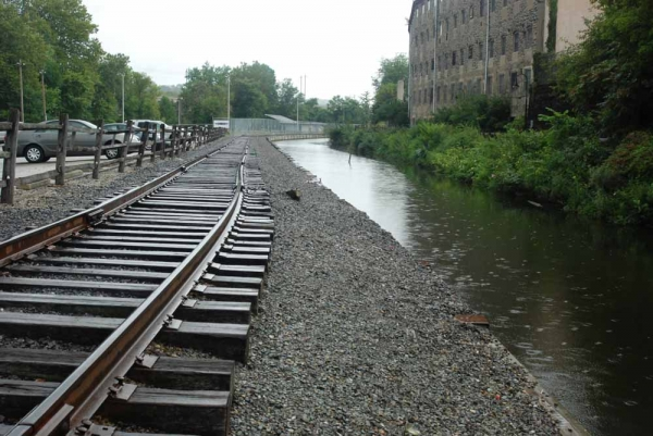 Rain began to fall on the Manayunk Canal around 11 a.m. on Saturday. (Max Matza/for NewsWorks)