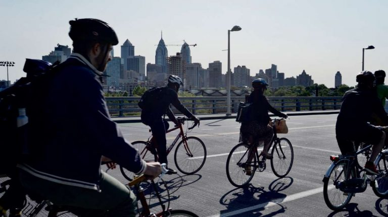 Cyclists cross the South St. Bridge as they ride towards Center City on Bike to Work Day. (Bastiaan Slabbers for WHYY, file)