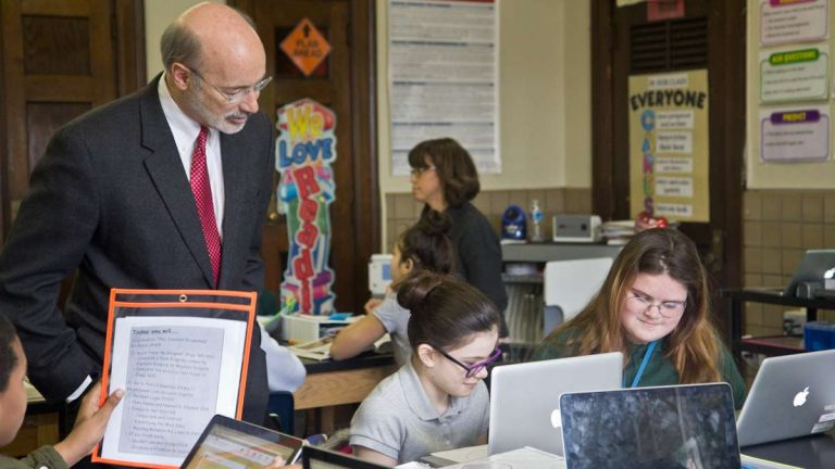 Pa. Governor Tom Wolf greets a 6th grade literacy class at Penn Treaty school. (Kimberly Paynter/WHYY)