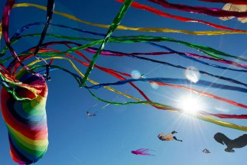 Colorful tails swirl in the wind from a rotating rainbow kite. (Bastiaan Slabbers for WHYY)