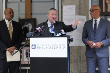 Philadelphia Mayor Jim Kenney announces a program that will put trained social workers in public schools to help students deal with trauma. He is joined by Commissioner of the Philadelphia Department of Behavioral Health David T. Jones (left) and Philadelphia schools Superintendent William Hite. (Emma Lee/WHYY)