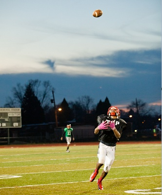 <p><p>An Imhotep wide receiver attempts an over-the-shoulder reception. (Brad Larrison/for NewsWorks)</p></p>