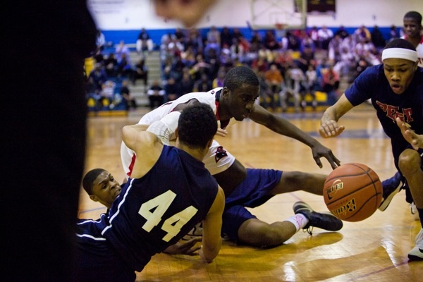 Players from Imhotep Charter and Philadelphia Electrical and Technology Charter School fight for a loose ball. (Brad Larrison/for NewsWorks)