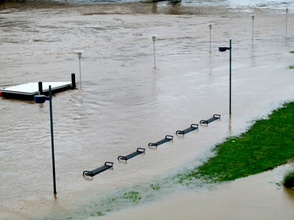 Benches and light posts partially submerged around the Schuylkill River Path. (Kimberly Paynter/For NewsWorks)