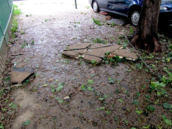 Presumably roof debris from an apartment building at 17th and Fitzwater Streets. (Kimberly Paynter/For NewsWorks)