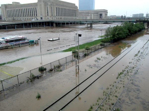View of the Schuylkill River from the Walnut Street Bridge. (Kimberly Paynter/For NewsWorks)