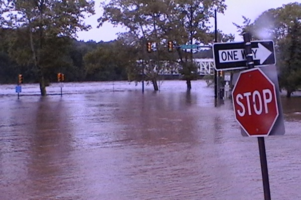his picture, sent in by NewsWorks' Brian Hickey, was taken four hours before the Schuylkill was expected to crest. (Brian Hickey/For NewsWorks)