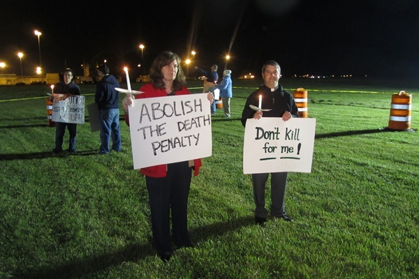 Some demonstrators against capital punishment said it made no difference that Shannon Johnson was ready to die - they believe the death penalty is still wrong (Mark Fowser for NewsWorks)