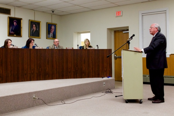 <p>Dr. Arnold Baskie, an oncologist and Chairman of the American Cancer Association's New Jersey division spoke in support of the ordinance. ( Jana Shea /for NewsWorks )</p>