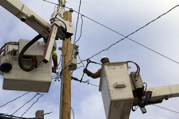 <p>Utility workers from KDM Powerline Construction in Gilbert, Louisiana help to restore electricity. ( Jana Shea /for NewsWorks )</p>