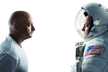 Mark Kelly, left, and his identical twin brother Scott Kelly, right. (<a href=