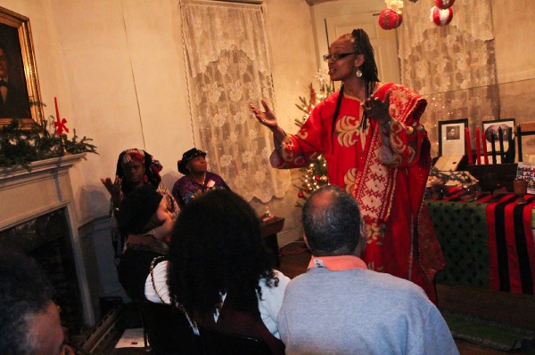 <p><p>Denise Valentine, a storyteller with Keepers of the Culture, tells a Kwanzaa story at the historic Johnson House in Germantown. (Kimberly Paynter/WHYY)</p></p>