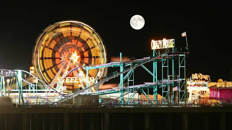 Amusement Park at Steel Pier Atlantic City, NJ (Shutterstock)