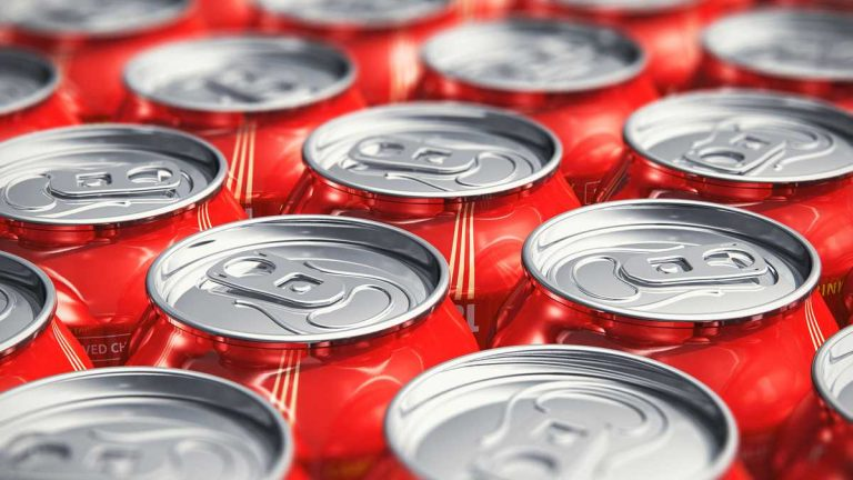 (Scanrail/<a href='https://www.bigstockphoto.com/image-64713241/stock-photo-macro-view-of-drink-cans'>Big Stock Photo</a>)