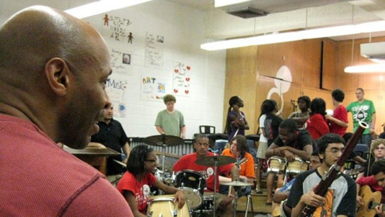 Kevin Eubanks shared jazz lessons at Philadelphia's Northeast High School in 2011. (Peter Crimmins/WHYY)
