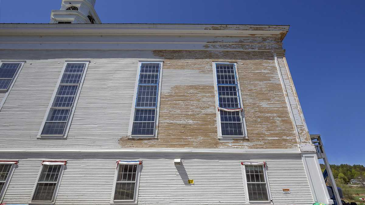 Lead paint removal on a old church siding. (File image Babar760/Bigstock.com)