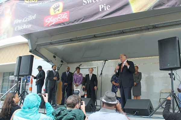 Former Pa. Gov. Ed Rendell said the state income tax garnished from the wages of the 1,000 employees of the Bakers Centre site would repay the state's investment within six years. (Matthew Grady/for NewsWorks)