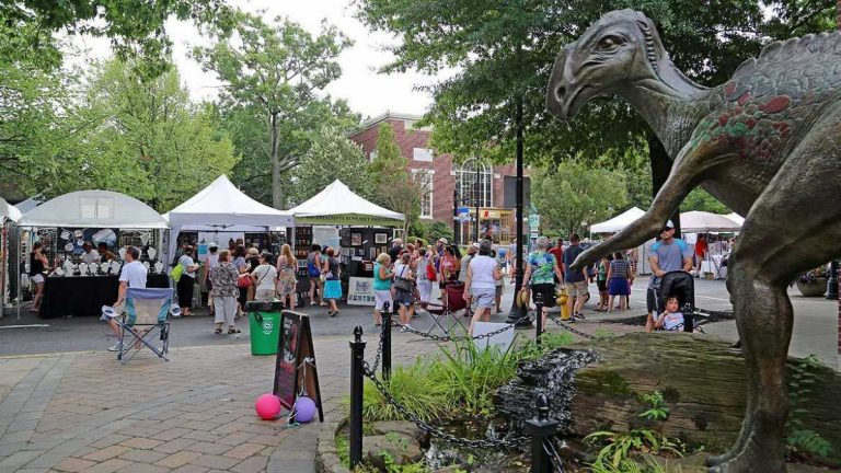 The Haddonfield Crafts and Fine Art Festival is held on Kings Highway. (Natavan Werbock/for NewsWorks)