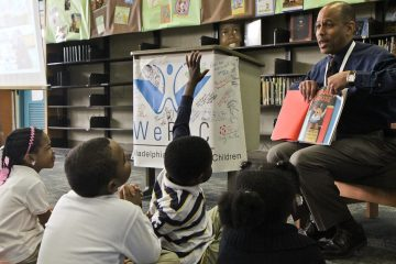 WePAC Director David Brown reads to elementary school students. (Kimberly Paynter/WHYY)