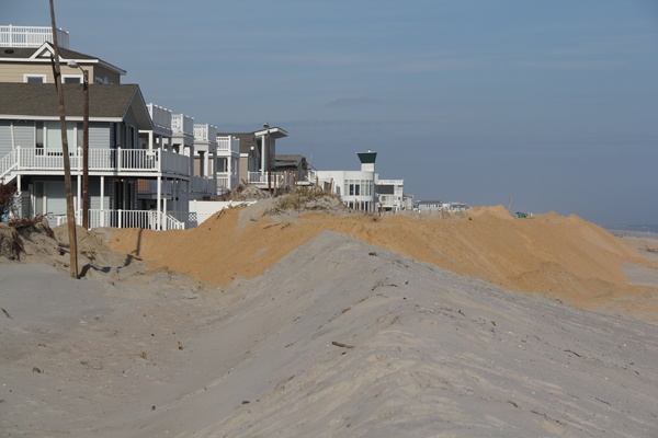 <p><p>Homes from 31st Street to 57th Street, protected by dunes from a beach replenishment project, survived relatively unscathed, according to the Long Beach mayor. (Emma Lee/for NewsWorks)</p></p>