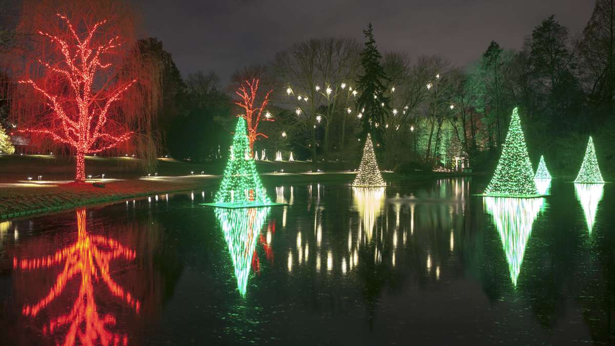 The exhibit boosts more than a half-million lights, dancing fountains, and live performances. (Image courtesy of Longwood Gardens)