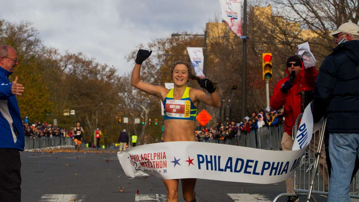 American runner Taylor Ward takes first place in the women's division with a time of 2:36:23.