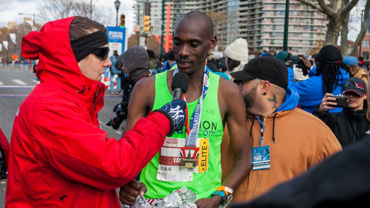 Kimutai Cheruiyot of Kenya was the winner of the men's division and set a course record with a time of 2:15:32.