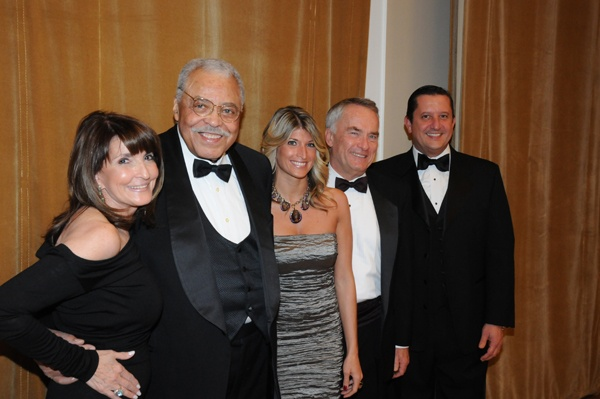 <p>&lt;p&gt;Marian Anderson Award gala vice chair, Carol B. Tinari (left), actor and honoree James Earl Jones, board members&#xA0;Nina Tinari and Jeff Gordon, and Marian Anderson Award Gala vice chair&#xA0;Vince Liuzzi&#xA0; (Photo courtesy of George B.&#xA0;Feder)&lt;/p&gt;</p>