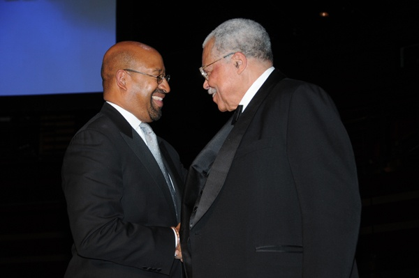 <p><p>Mayor Nutter congratulates James Earl Jones on receiving the 2012 Marian Anderson Award (Photo courtesy of George B. Feder)</p></p>