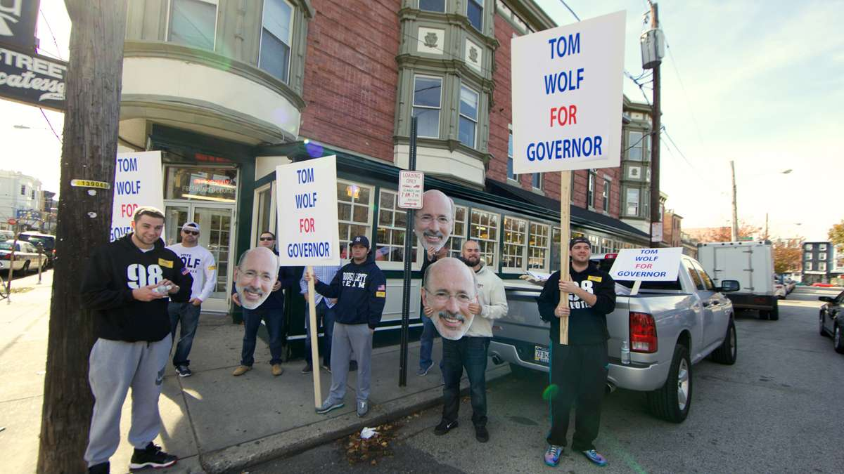 Union supporters for Tom Wolf outside of the Famous 4th Street Deli. (Nathaniel Hamilton/for NewsWorks)