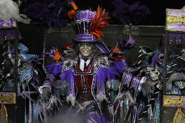 <p><p>Fralinger String Band captain Thomas D'Amore performs during the 113th annual Mummers Parade in Philadelphia, on Tuesday Jan. 1, 2013. (AP Photo/Joseph Kaczmarek)</p></p>