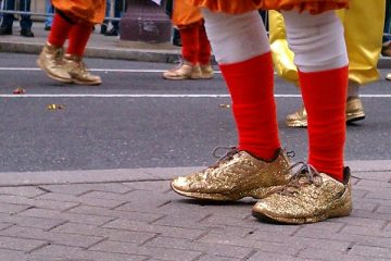 Mummers in golden slippers strut up Broad Street on New Year's Day 2013. (Peter Crimmins/WHYY)</p>
