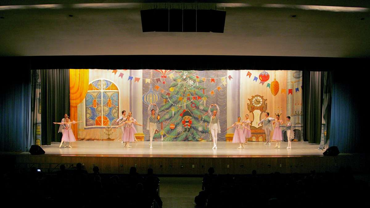 The Nutcracker isperformed at the George Washington High School. (Nathaniel Hamilton/for Newsworks)