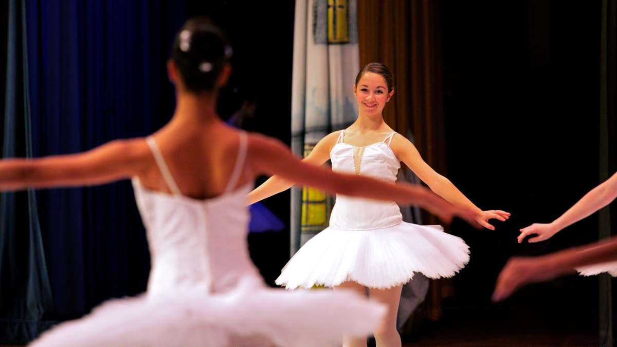 Ballerinas perform the Waltz of the Snowflakes. (Nathaniel Hamilton/for Newsworks)
