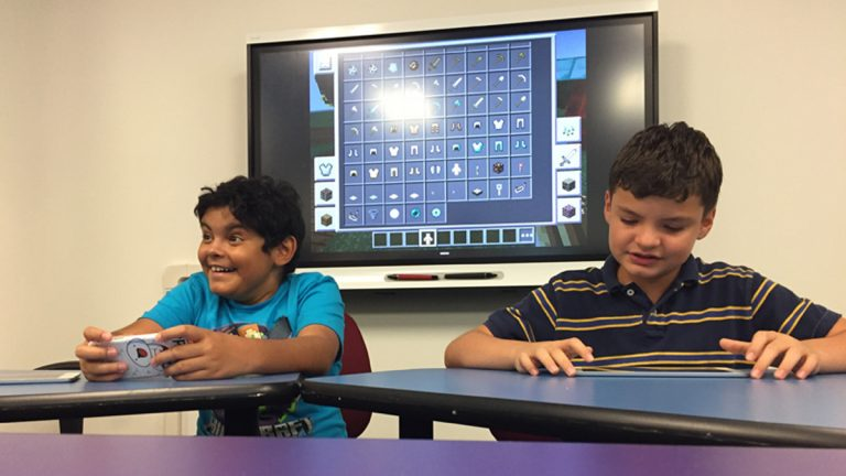 Lucas Gonzalez (left) and Omaury Negron play Minecraft. (Avi Wolfman-Arent/WHYY)
