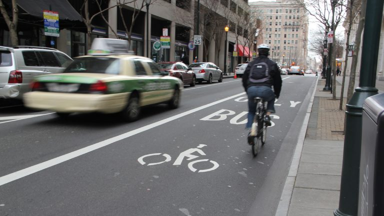 The bus and bike only lane on Chestnut Avenue is widely ignored. (Emma Lee/for NewsWorks)