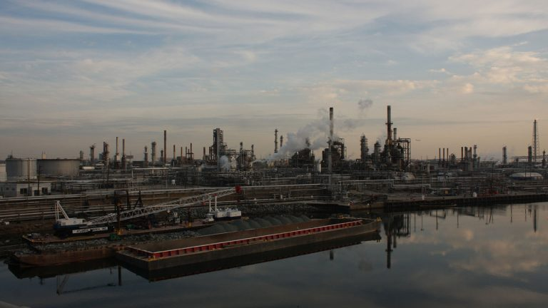 The Point Breeze refinery sits along the Schuylkill River in Philadelphia. (Kellie McGinn/Philadelphia Energy Solutions)