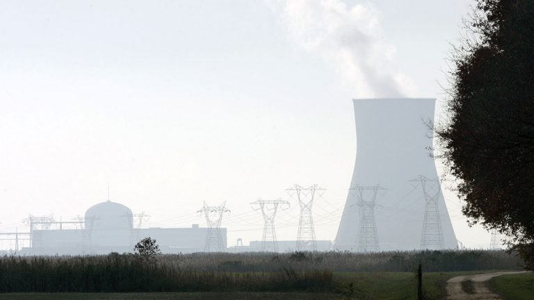 A large cooling tower and other buildings at the nuclear power site in Salem County can be seen near a farm in Lower Alloways Creek Township, N.J., in rural Salem County Nov. 13, 2007.  (Mel Evans, AP, file)