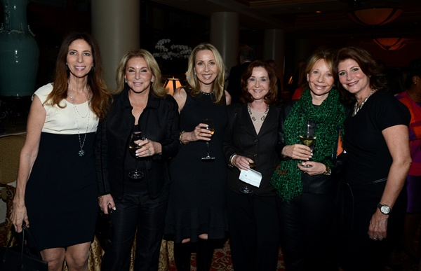 <p><p>Lynn S. Shecter, event chair and SVP at Oppenheimers & Co. (left), host committee membersHarriet Feinberg andMary Parenti, Irene Shabel, and host committee membersLiesa Steinberg andRandi Zemsky (Photo courtesy of Flewellen Photography)</p></p>