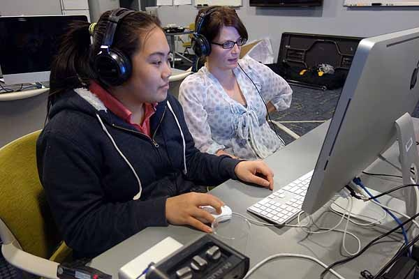 <p>&lt;p&gt;Volunteer Erin Mishkin gives Yingci Chen some pointers on digital editing. (Jeanette Woods/NewsWorks)&lt;/p&gt;</p>