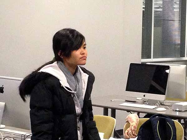 <p>&lt;p&gt;Philly Youth Radio alum Thien To dropped by to visit her sister Dinh. (Jeanette Woods/ NewsWorks)&lt;/p&gt;</p>
