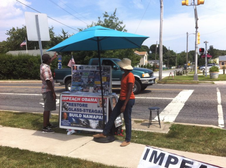 Frank and Ashwak in front of the Bayshore Road Wawa in Villas. (Amy Z. Quinn/NewsWorks)