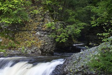 (<a href='https://www.bigstockphoto.com/image-36155785/stock-photo-pocono-flowing-stream'>andykazie</a>/Big Stock Photo)