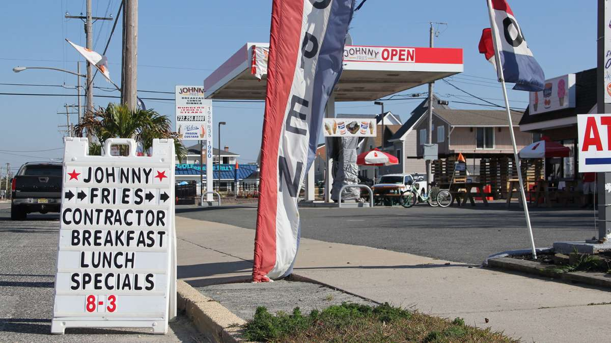 Johnny Fries in Ortley Beach reopened after sustaining heavy damage in Hurricane Sandy and is now extending its season by catering to contractors. (Emma Lee/for NewsWorks)