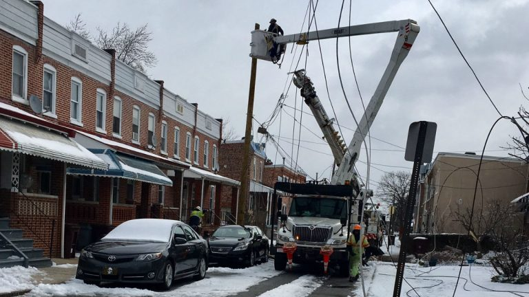 Delmarva Power crews work on downed power lines on Tulip St. in Wilmington on Wednesday. (John Jankowski/for NewsWorks)
