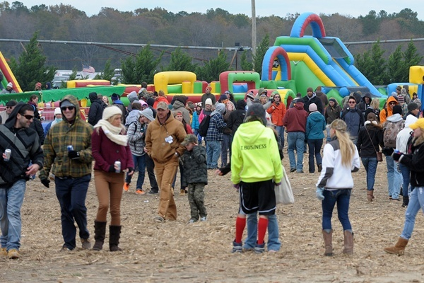 <p><p>A chilly weekend couldn't keep hundreds away from the November tradition in Bridgeville. (Chuck Snyder/for NewsWorks)</p></p>