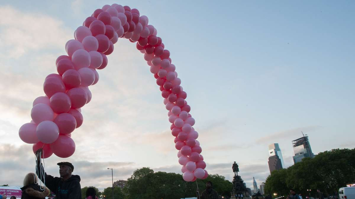 Noel Murray (left) and Lavon Mason set up the balloon arches on the steps of the Philadelphia Museum of Art.
